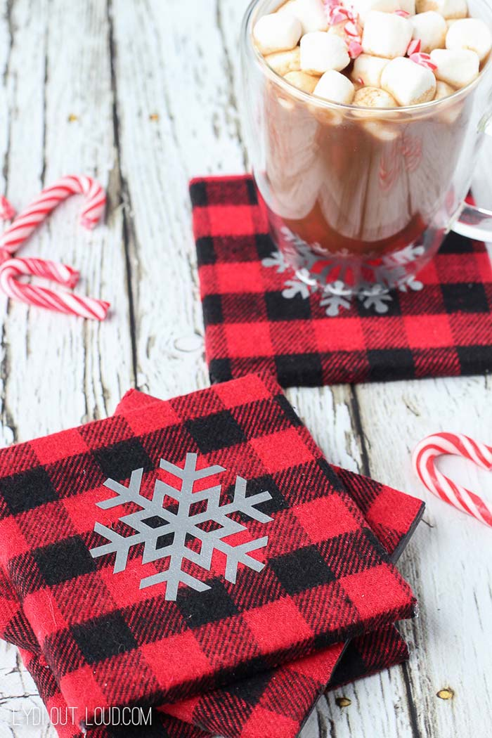 Snowflake Buffalo Check DIY Coasters #Christmas #buffalocheck #diy #decorhomeideas