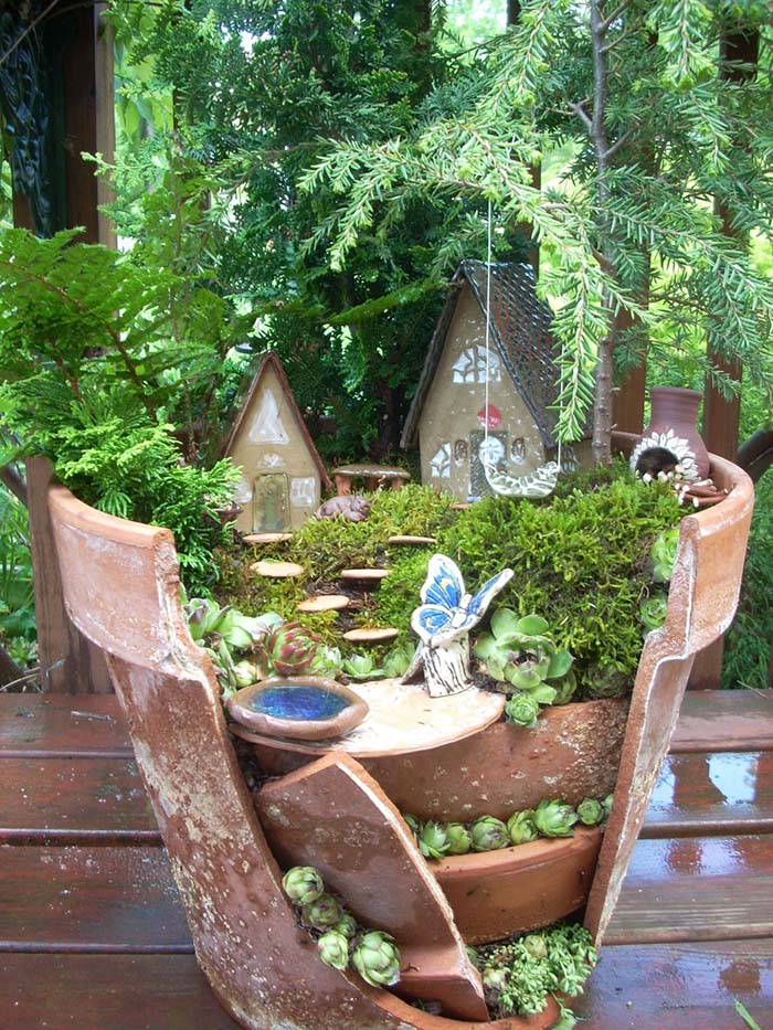 Terra Cotta Pot Fairy Garden #fairygarden #diy #decorhomeideas