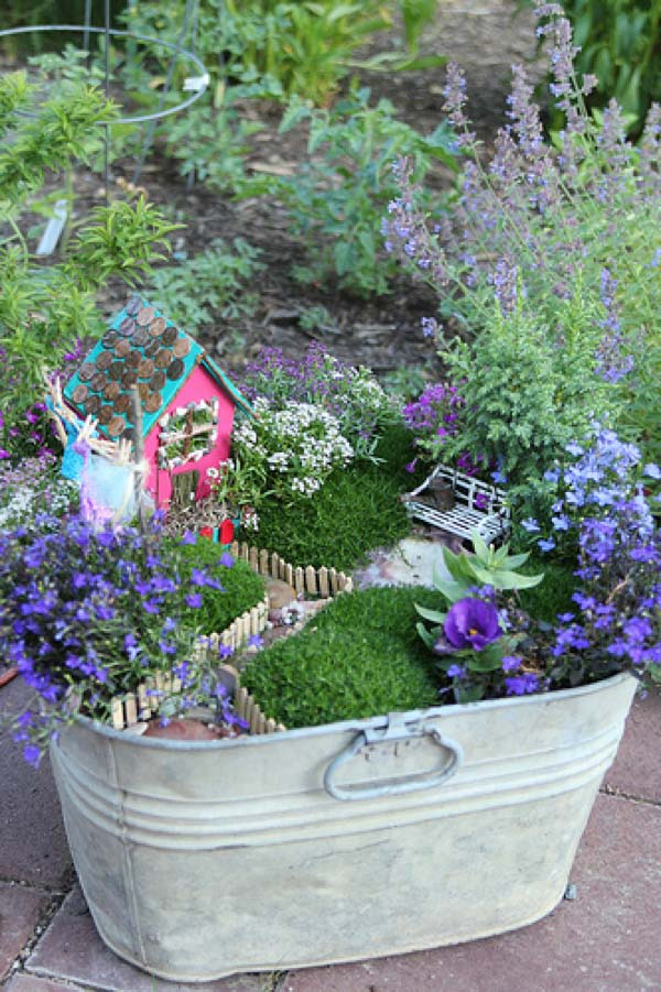 Tin Bucket Fairy Garden #fairygarden #diy #decorhomeideas