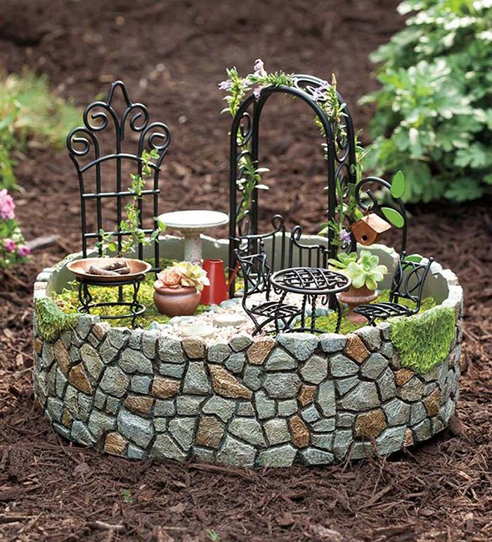 Tiny Rock Fenced Fairy Garden #fairygarden #diy #decorhomeideas