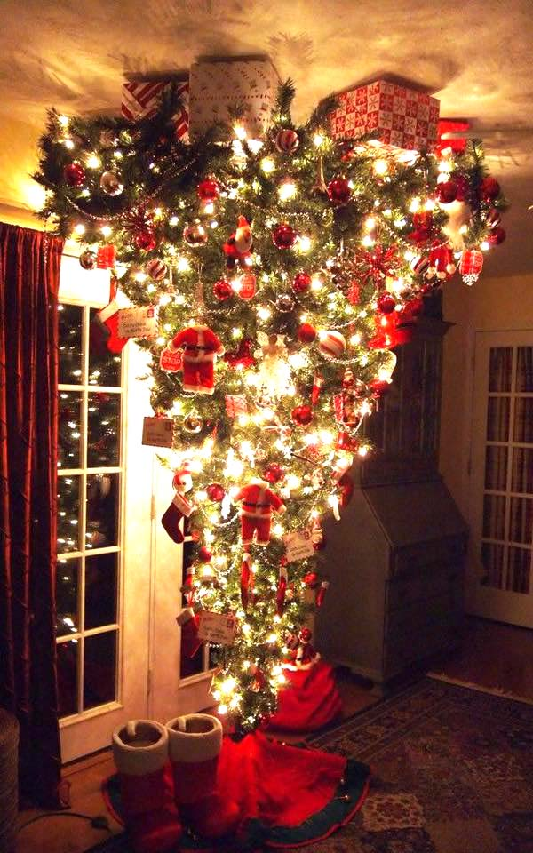 Upside Down Christmas Tree #Christmas #trees #decorhomeideas