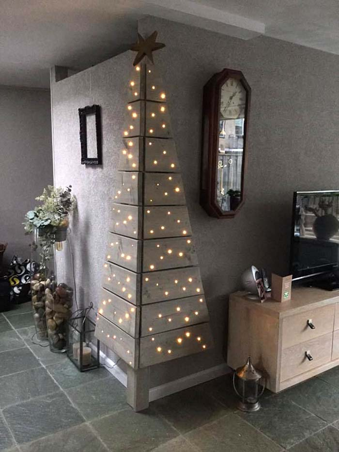 Wall Corner Christmas Tree Made of Wood #Christmas #trees #decorhomeideas
