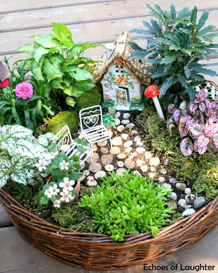 Wicker Basket Fairy Garden #fairygarden #diy #decorhomeideas