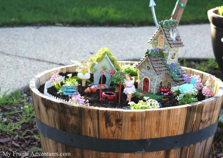 Wine Barrel Fairy Garden #fairygarden #diy #decorhomeideas
