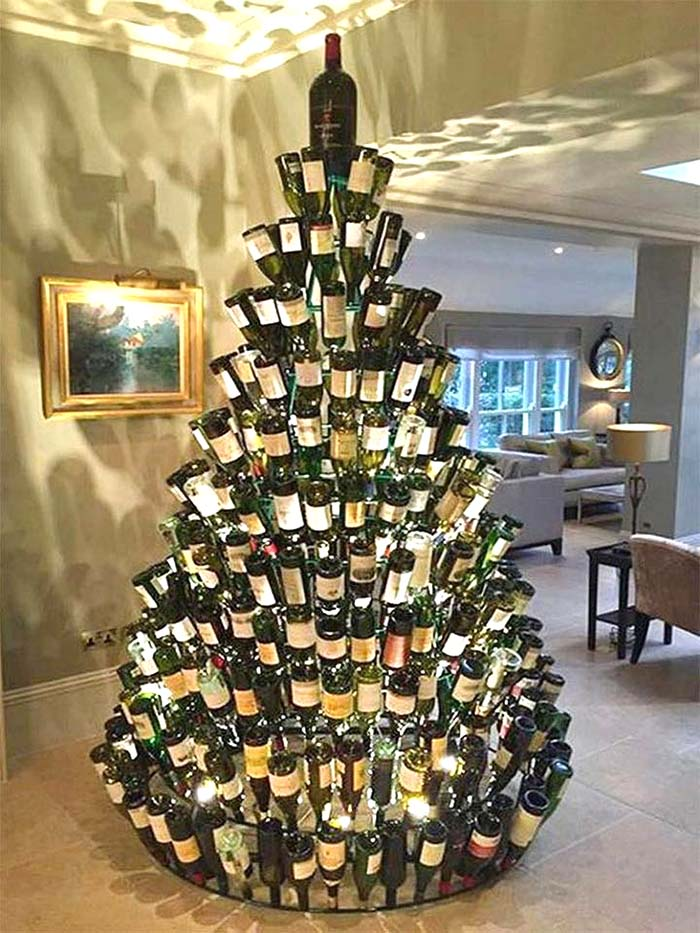 Wine Bottles Christmas Tree #Christmas #trees #decorhomeideas
