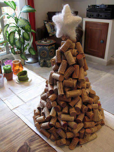 Wine Corks Christmas Tree #Christmas #trees #decorhomeideas