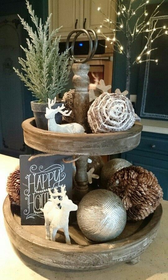 Rustic Wooden Tiered Stand #Christmas #rustic #diy #decorhomeideas