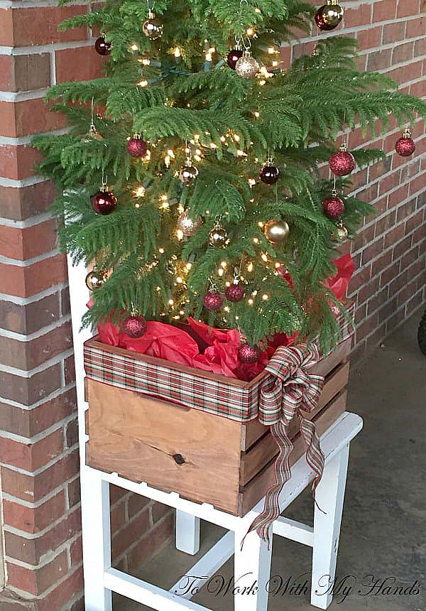 Wood Crate Turned Faux Planter #Christmas #rustic #diy #decorhomeideas