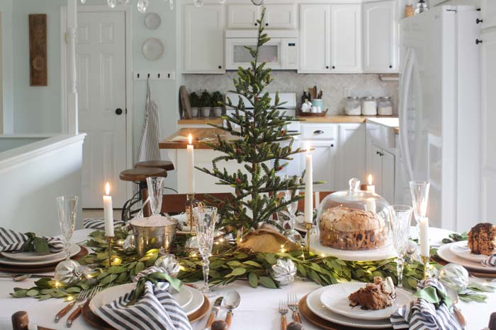 A Fresh Green Christmas Table #Christmas #natural #decoration #decorhomeideas