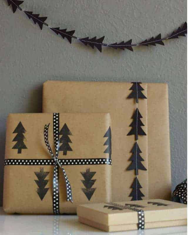 Black Tree Stamp and Garland #Christmas #diy #gift #wrapping #decorhomeideas