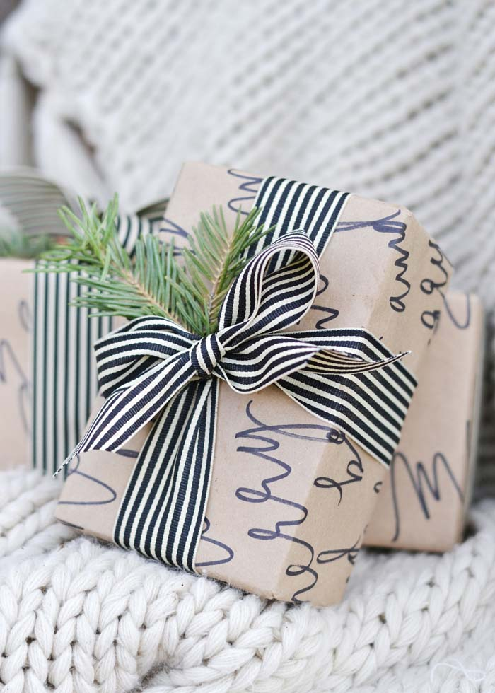 Calligraphy Gift Wrapping Paper #Christmas #diy #gift #wrapping #decorhomeideas