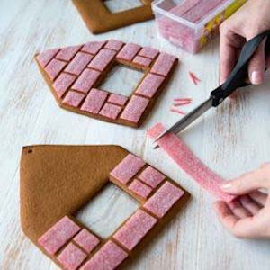 Candy Bricks #Christmas #gingerbread #house #decorhomeideas