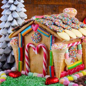 Candy Gingerbread House #Christmas #gingerbread #house #decorhomeideas