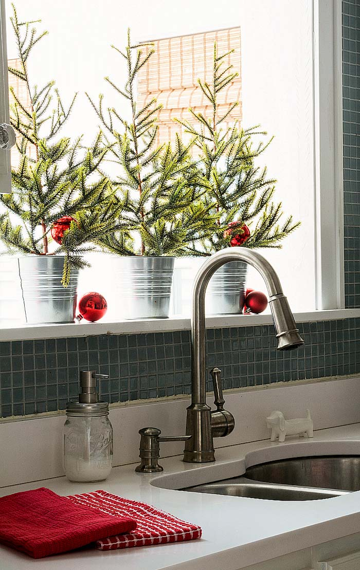 Christmas Kitchen Decorating Ideas #Christmas #natural #decoration #decorhomeideas
