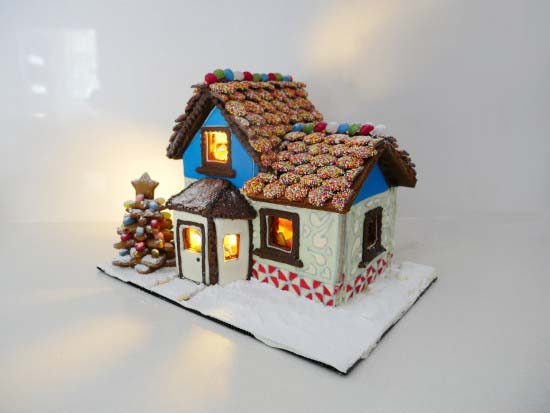 Cozy Gingerbread House #Christmas #gingerbread #house #decorhomeideas