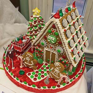 Creative Gingerbread House #Christmas #gingerbread #house #decorhomeideas