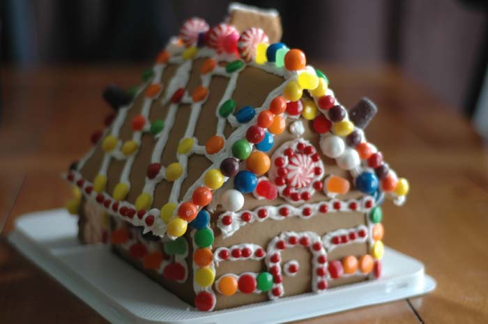 Easy Gingerbread House #Christmas #gingerbread #house #decorhomeideas