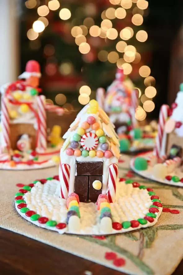 Easy Graham Cracker Gingerbread House #Christmas #gingerbread #house #decorhomeideas