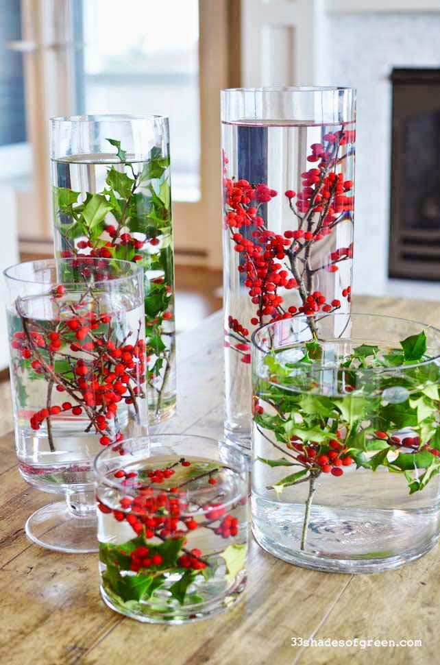 Easy Holly Centerpiece #Christmas #natural #decoration #decorhomeideas