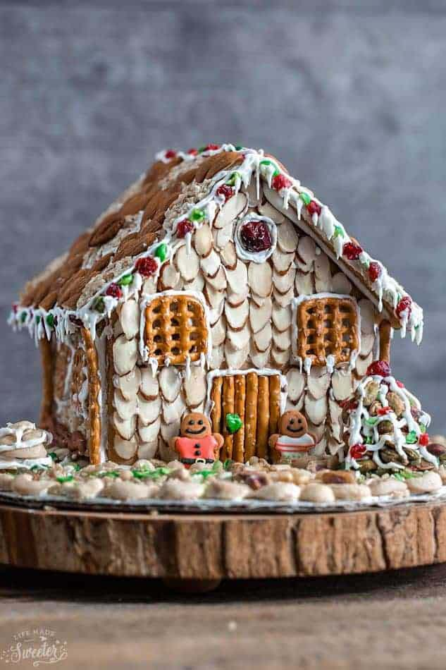Easy No Bake Gingerbread House #Christmas #gingerbread #house #decorhomeideas