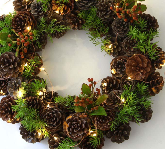 Easy One Hour Pinecone Wreath #Christmas #natural #decoration #decorhomeideas