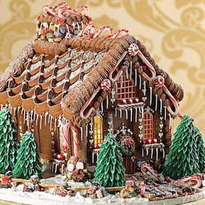 Enchanted Victorian Chalet #Christmas #gingerbread #house #decorhomeideas