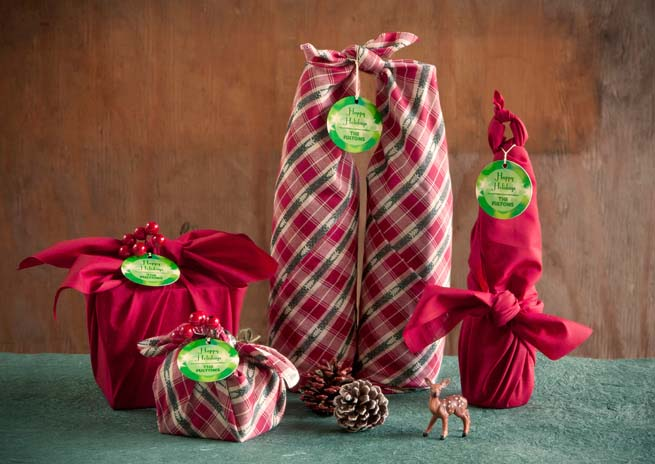 Fabric Gift Wrap #Christmas #diy #gift #wrapping #decorhomeideas