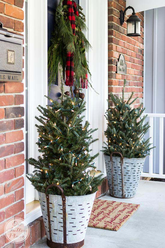 Festive and Frugal Christmas Porch #Christmas #natural #decoration #decorhomeideas