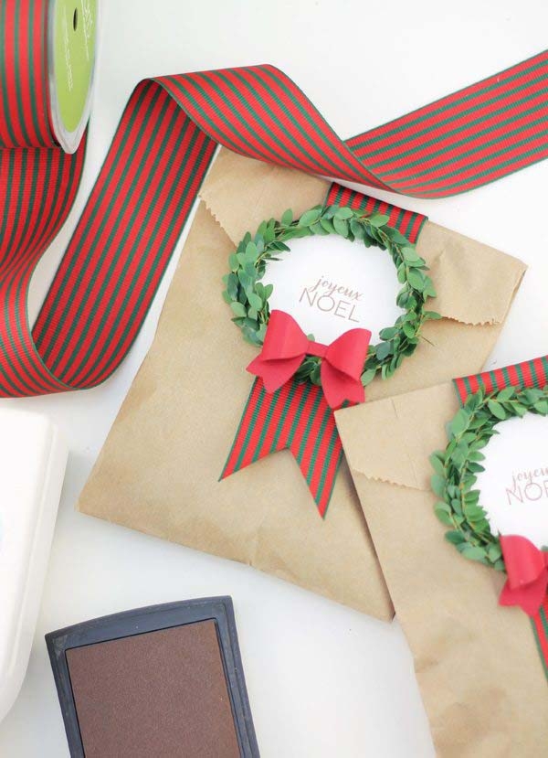 Festive Wreath Gift Bags #Christmas #diy #gift #wrapping #decorhomeideas