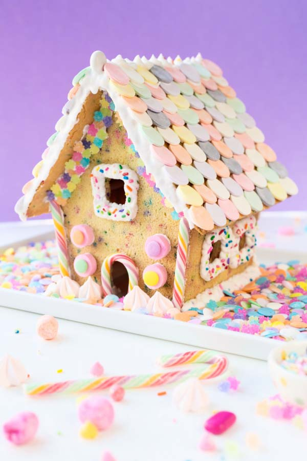 Funfetti Gingerbread House #Christmas #gingerbread #house #decorhomeideas