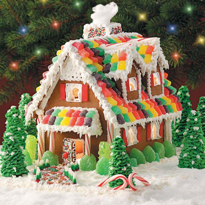 Gingerbread Christmas Cottage #Christmas #gingerbread #house #decorhomeideas
