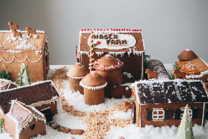 Gingerbread Farm #Christmas #gingerbread #house #decorhomeideas