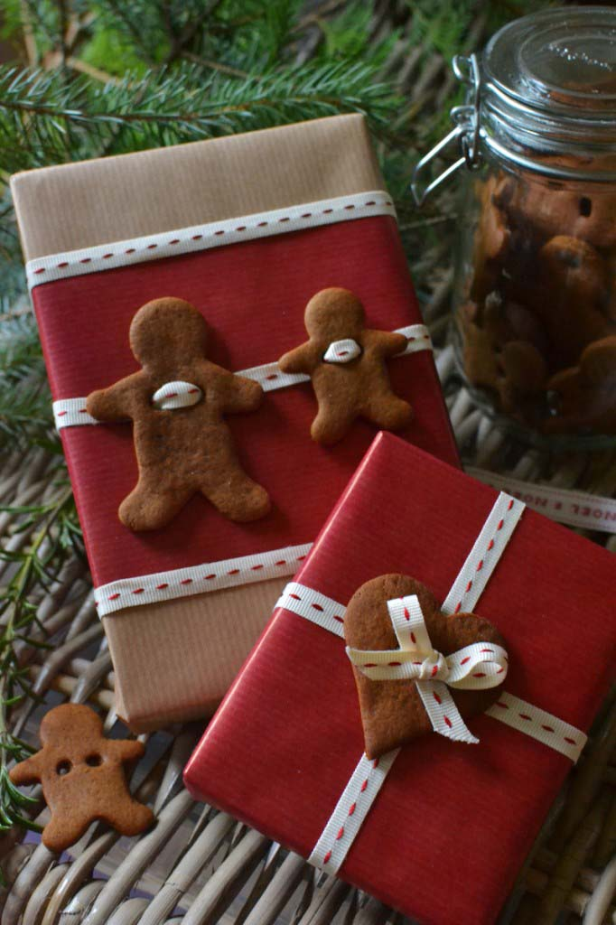 Gingerbread Gift Tags Garlands #Christmas #diy #gift #wrapping #decorhomeideas