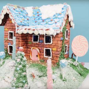Gingerbread House Two Story #Christmas #gingerbread #house #decorhomeideas