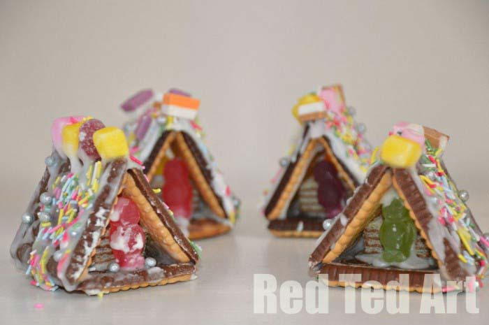 Gingerbread Houses Mini #Christmas #gingerbread #house #decorhomeideas