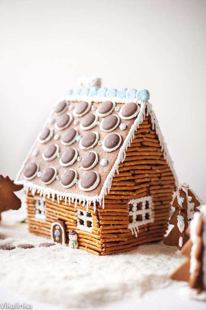 Gingerbread Rustic Log Cabin #Christmas #gingerbread #house #decorhomeideas