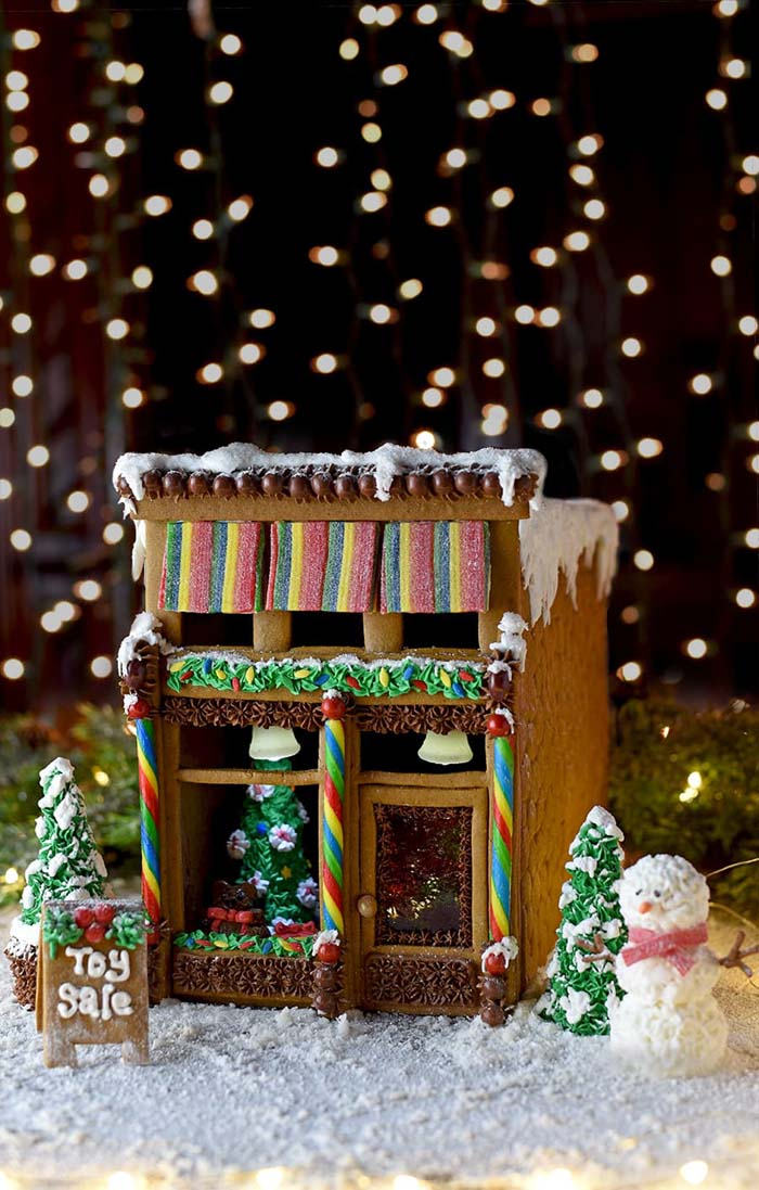 Gingerbread Victorian Store #Christmas #gingerbread #house #decorhomeideas