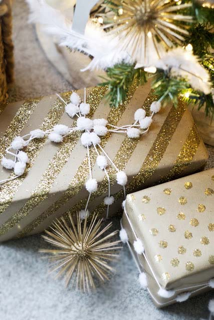 Glittery Kraft Paper Presents #Christmas #diy #gift #wrapping #decorhomeideas
