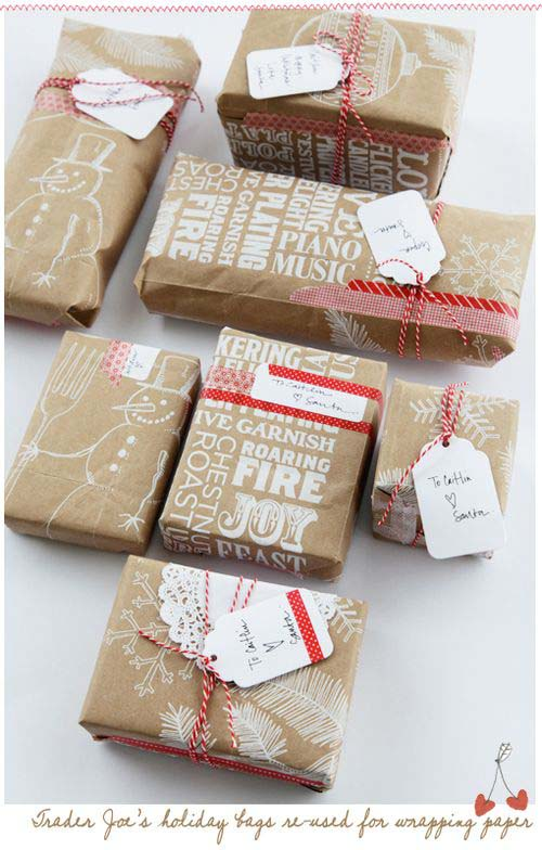 Grocery Bag Christmas Gift Wrapping Paper #Christmas #diy #gift #wrapping #decorhomeideas