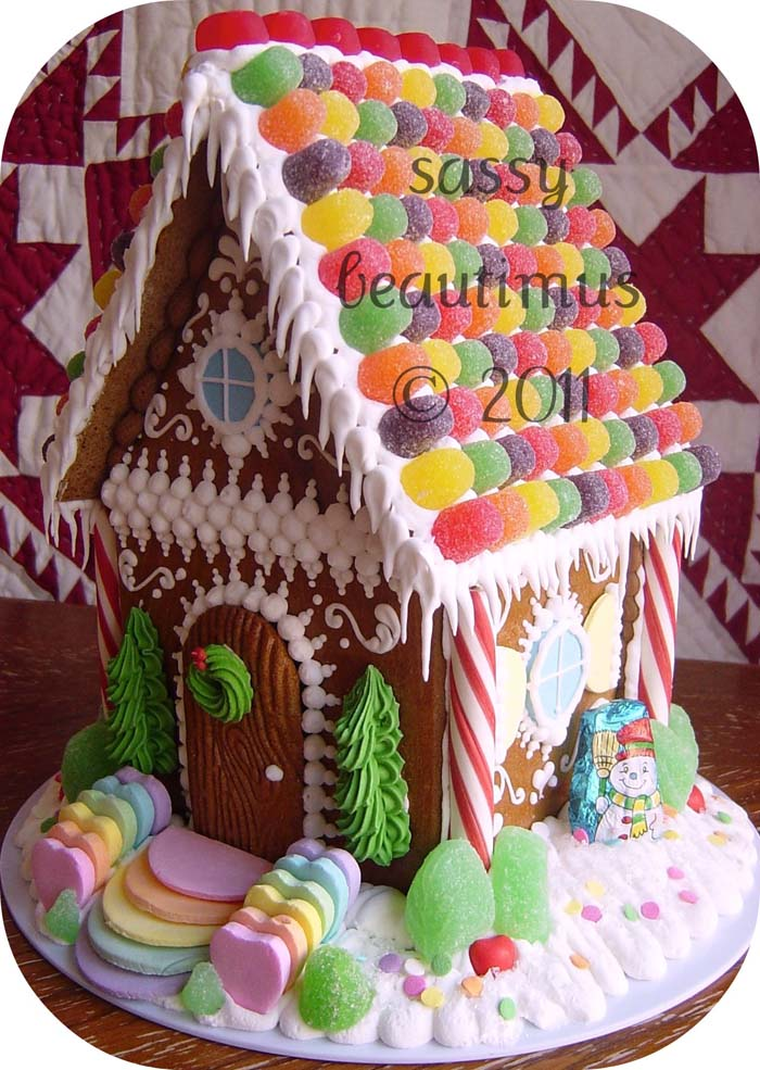 Gumdrop Roof Gingerbread Housejpg #Christmas #gingerbread #house #decorhomeideas