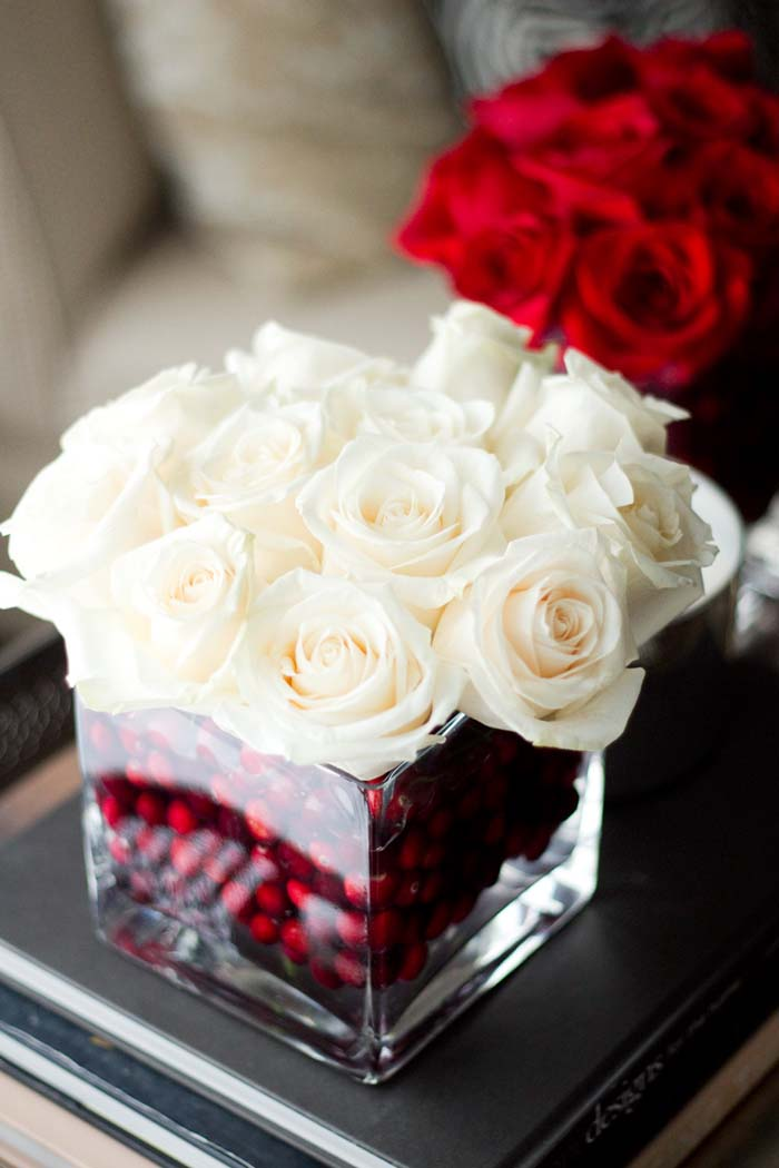 Holiday Roses Centerpiece #Christmas #natural #decoration #decorhomeideas