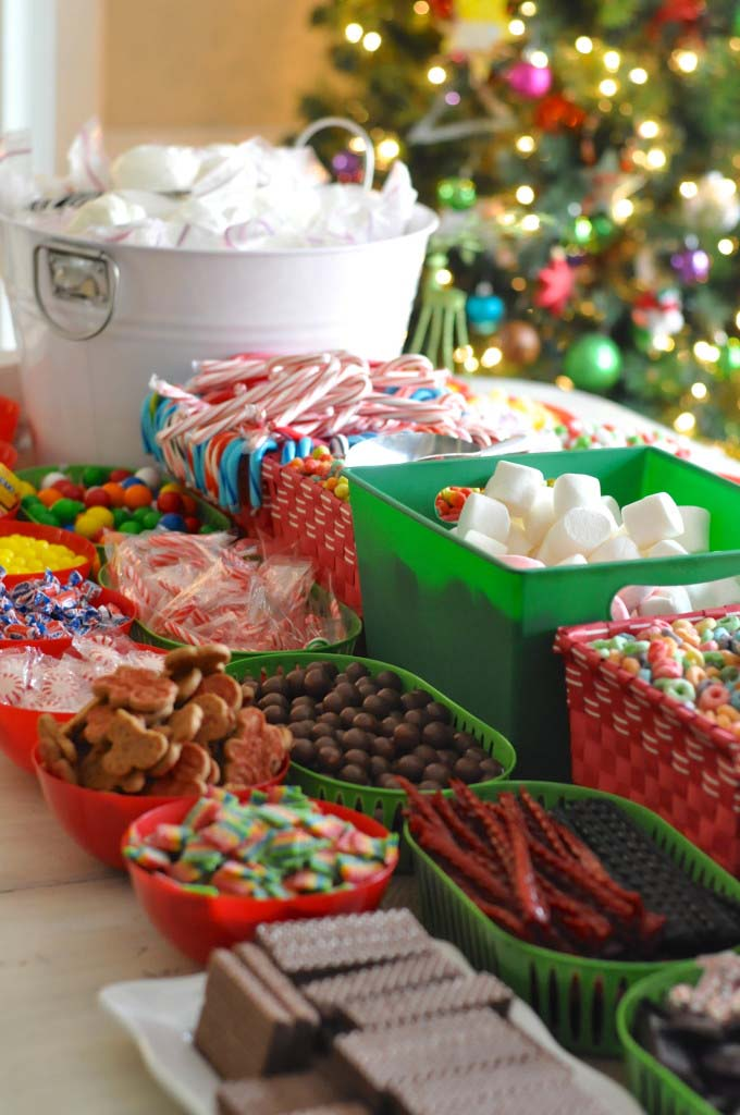How To Host a Gingerbread House Party #Christmas #gingerbread #house #decorhomeideas