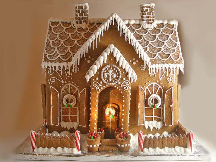 Icicle Gingerbread House #Christmas #gingerbread #house #decorhomeideas