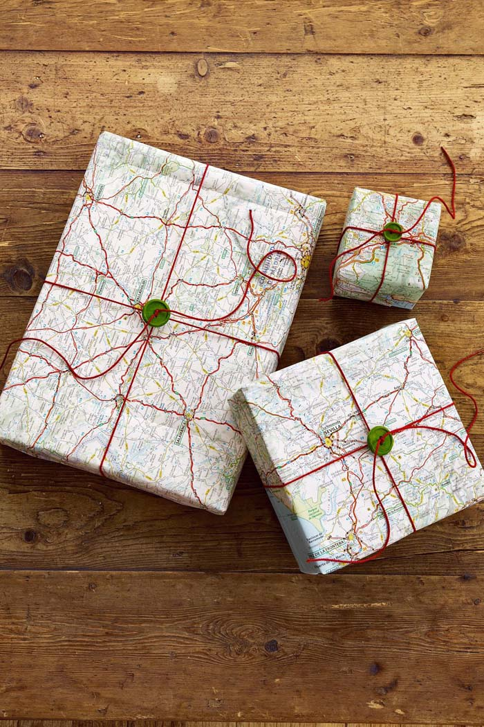 Map Christmas Paper #Christmas #diy #gift #wrapping #decorhomeideas