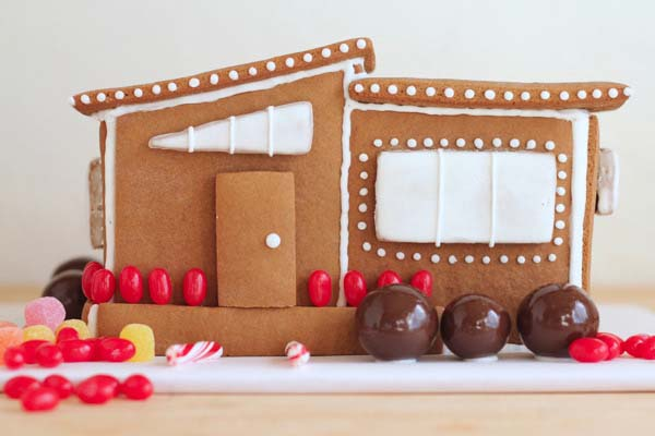 Modern Gingerbread House #Christmas #gingerbread #house #decorhomeideas