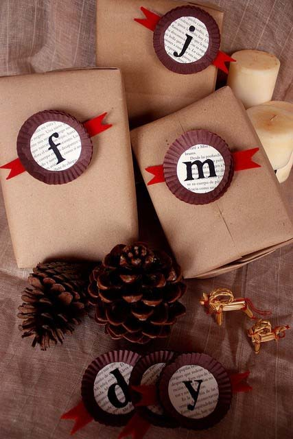 Monogrammed Gift Card Holders #Christmas #diy #gift #wrapping #decorhomeideas