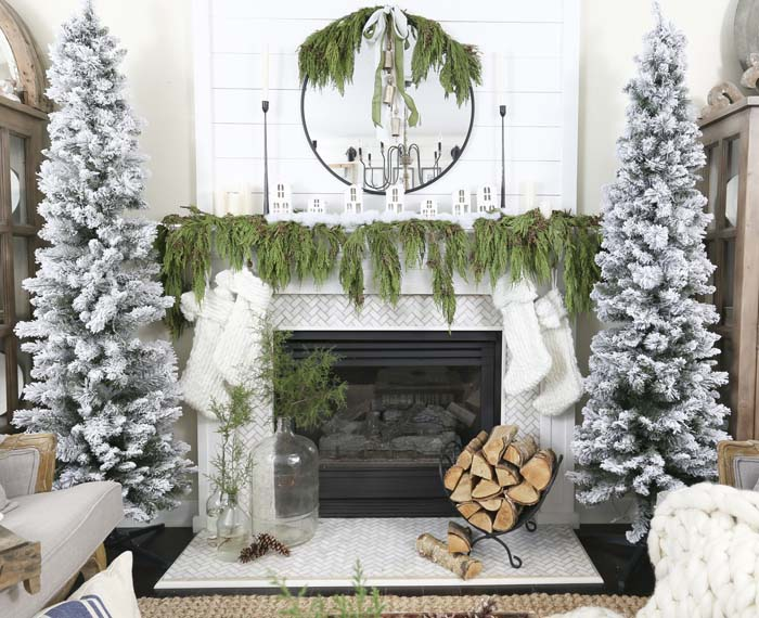 Natural Simple Christmas Mantel  #Christmas #natural #decoration #decorhomeideas