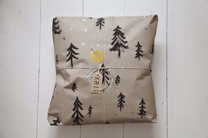 Painted Kraft Paper #Christmas #diy #gift #wrapping #decorhomeideas