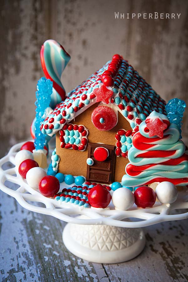 Patriotic Gingerbread House #Christmas #gingerbread #house #decorhomeideas