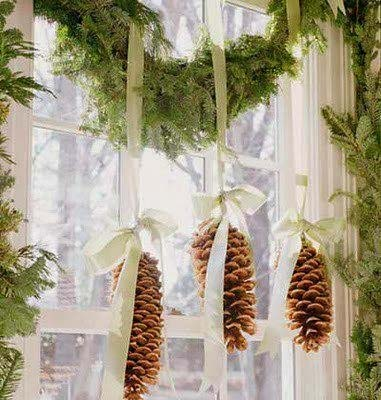 Pine Cones Hanging from Window #Christmas #natural #decoration #decorhomeideas